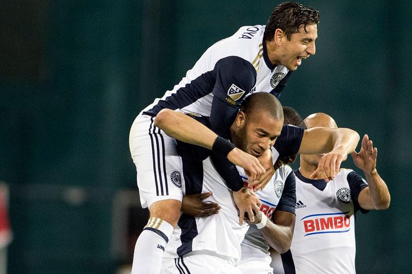philadelphia-union-goal-celebration-bedoya-onyewu-rfk-stadium-major-league-soccer-players