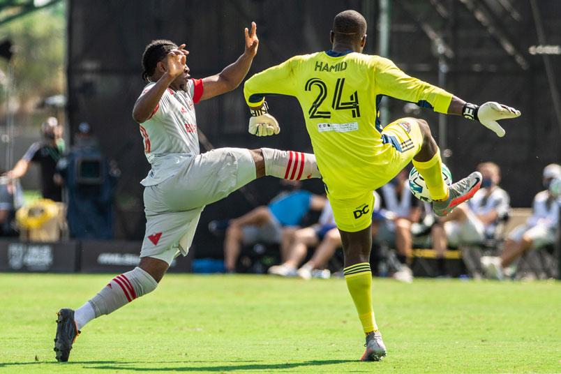 ayo akinola takes on dc goalkeeper bill hamid